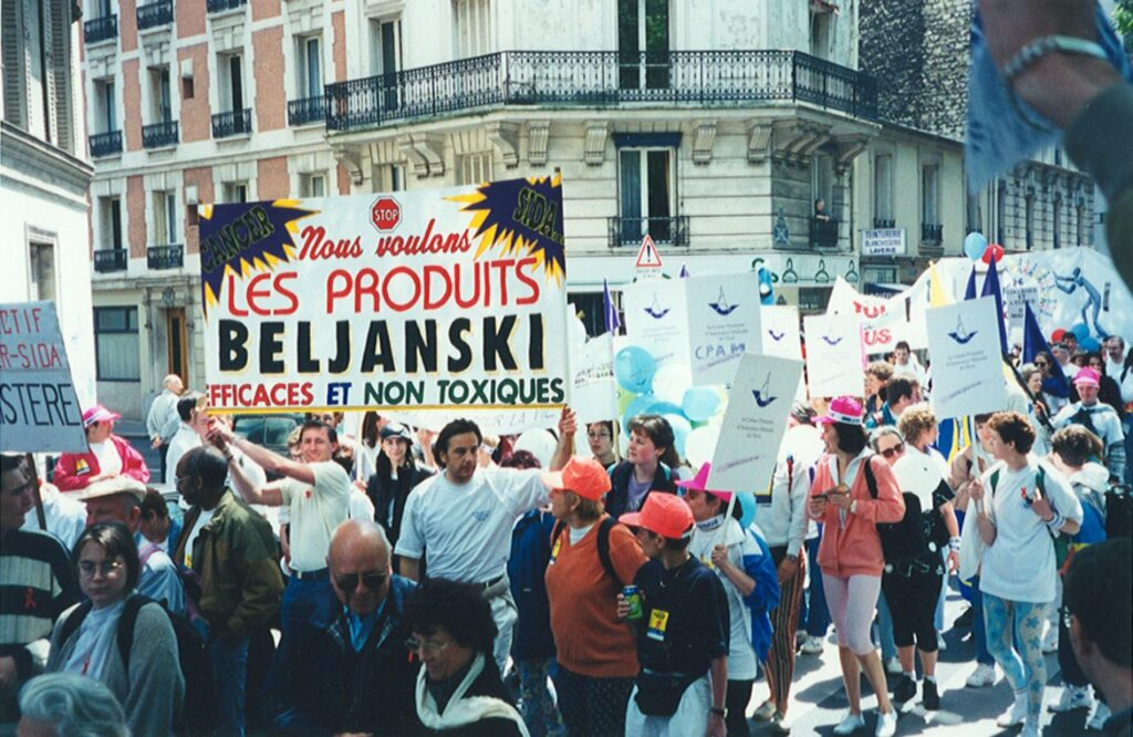 The judicial harassment continues against the researcher and many recovered patients, doctors and other supporters take to the streets to ask the Ministry of Health for clinical trials with Beljanski's extracts